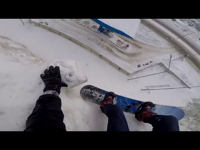 Snowboarder almost falls to his death, close call - 985628