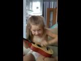 Лиза гитаристка-юмористка!)))