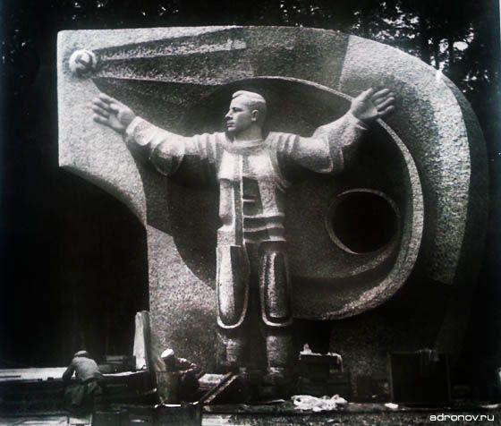 Памятник Юрию Алексеевичу Гагарину.
