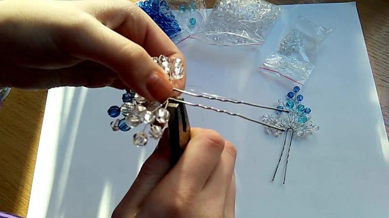 Синяя шпилька для волос из проволоки и бусин _ Wire and beads. Tutorial