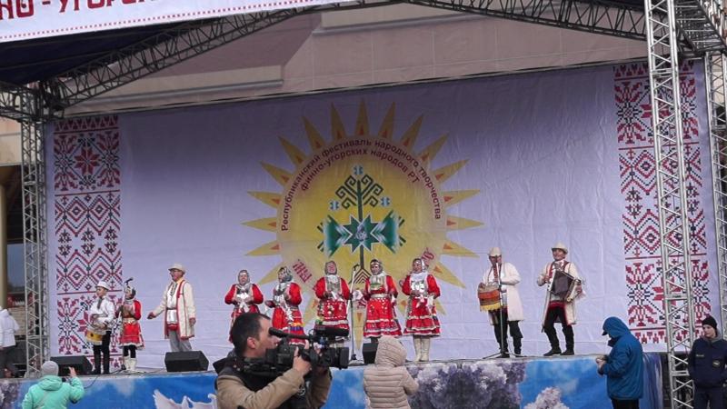 С республиканского фестиваля финно-угорских народов Мы ветви древа одного. авт.В.Время