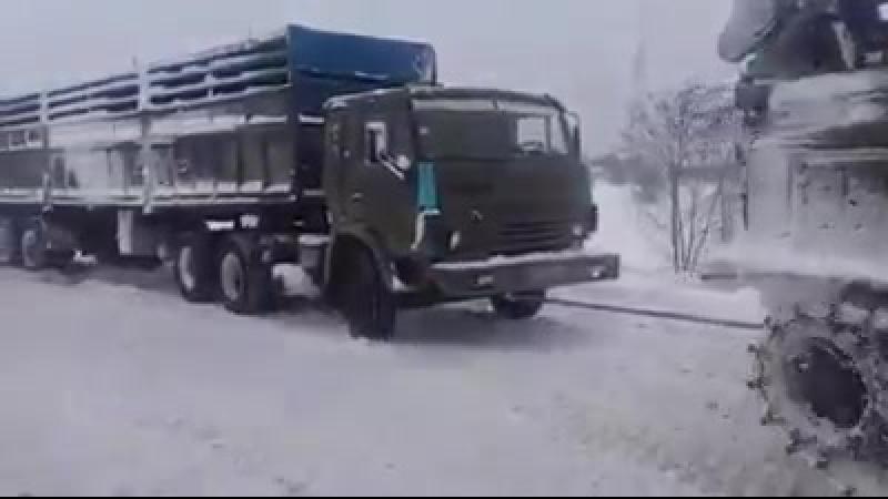 У ДСНС показали незвичного трансформера, який блискавично чистить дороги від снігу