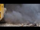 Коптит дымит пыхтит машина на стройке по реконструкции здания 20170928 093422