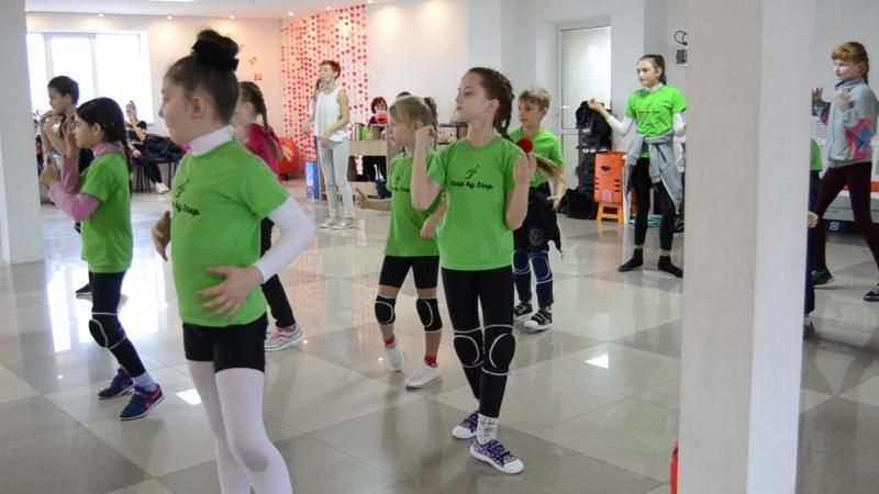 15.Учим новый элемент танца, выглядываем из окошка