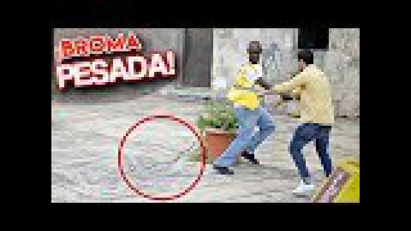 ¡BROMAS pesadas DE LA SERPIENTE en la calle! l Videos Graciosos