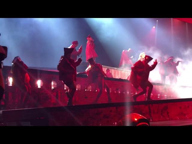 Lady Gaga - Bloody Mary (Live @ Barcelona JWT)