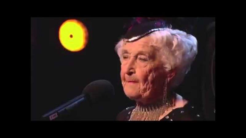 Бабушке 80 лет а она так танцует