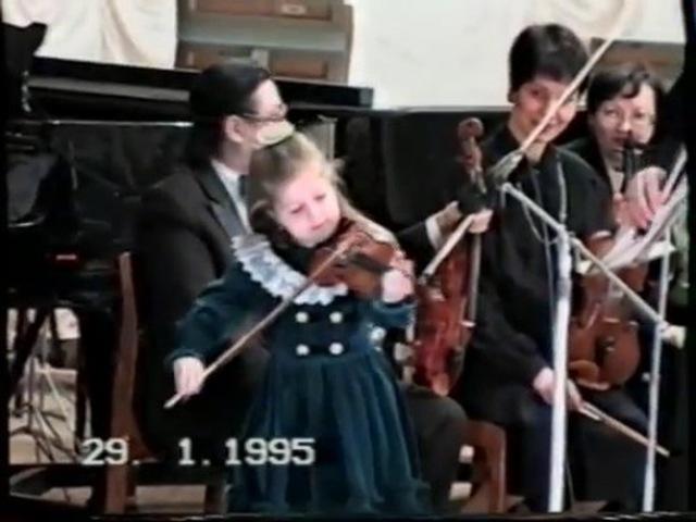 "☆゚KO᙭ᕼO ᗰᗩᖇIᗩ ☆゚ on Instagram: ""29 января 1995 год, мне 5 лет!! На сцене со скрипкой я, рядом папа, за роялем мой брат🎻🎻🎼 Эксклюзивный эксклю..."