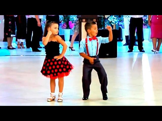 Маленький мальчик круто танцует Best kids dance ever!