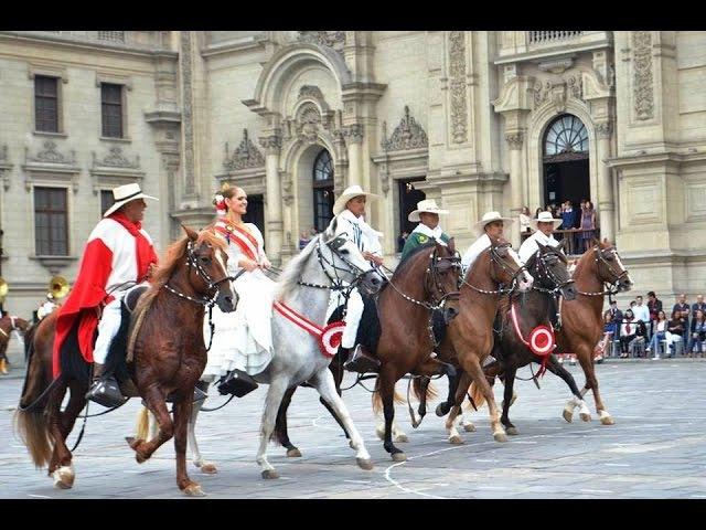 PERU - Tradicional Barrida de Caballos Peruanos de Paso y Paseo de Banderas