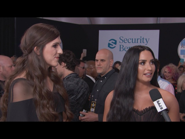 Demi Lovato Danica Roem Talk Bullying at 2017 AMAs | E! Live from the Red Carpet