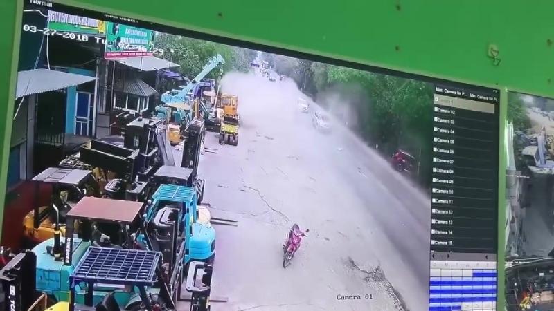 Ô tô vượt ẩu với tốc độ cao lộn nhào thảm khốc giữa đường