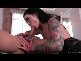 3 Katrina Jade, Venus Lux