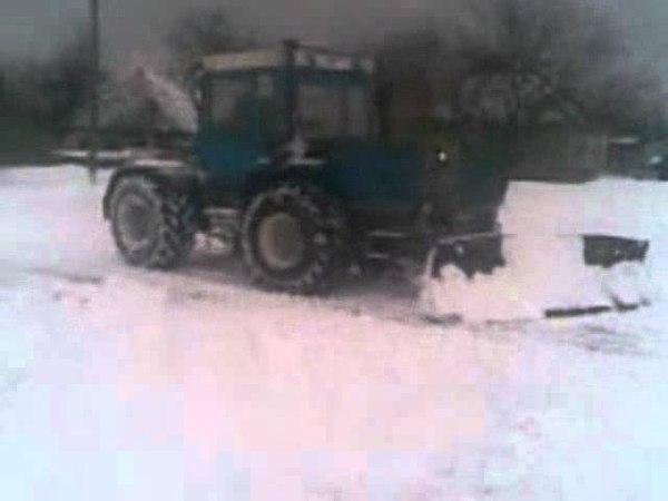 ХТЗ 17021 с двигателем ЯМЗ 238 штурм снежных завалов