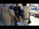 Syrie: Les prétendus humanitaires pacifiques casques blancs avec des kalachnikov...