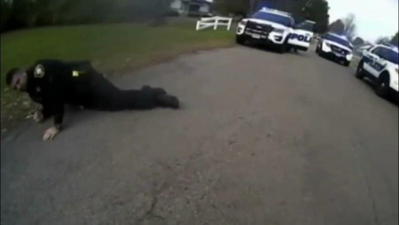 Что-то пошло не так: легавый вырубил своего напарника шокером во время задержания