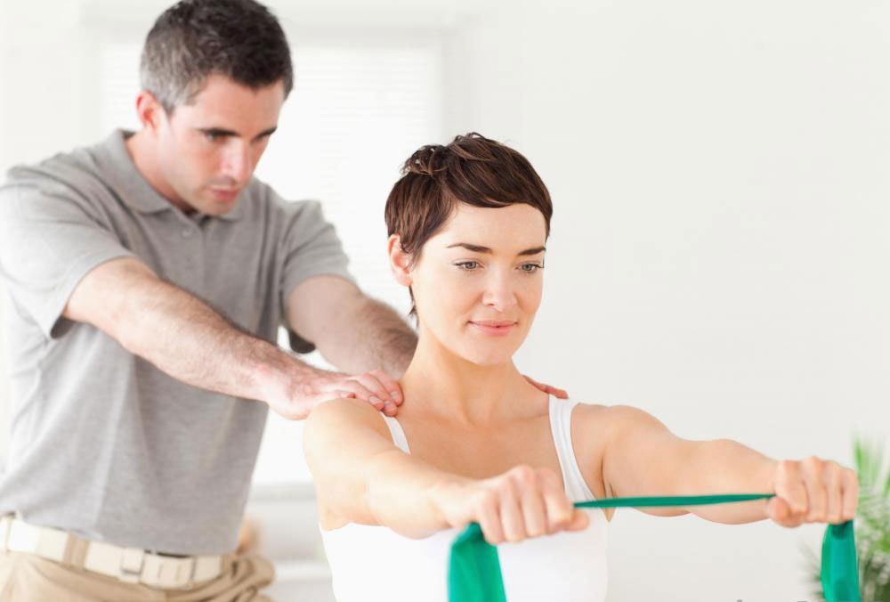 Нейромускульная электрическая стимуляция используется с физической терапией