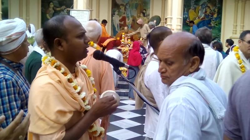 Гуру-пуджа в Кришна-Баларама Мандире 17 марта 2016 года