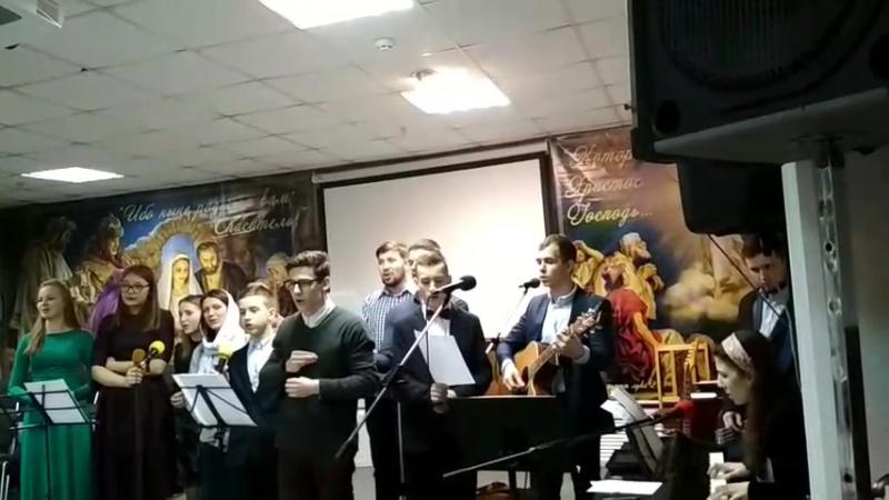Сила любви! ( Христианская молодежь выучила припев песни на немом языке для своих глухих друзей)