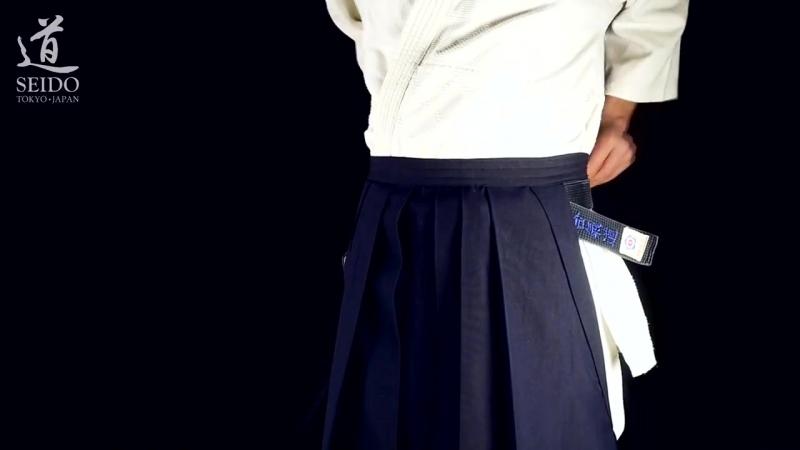 Как надевать и завязывать хакама (айкидо) - 3 способа, очень подробно (с субтитрами)