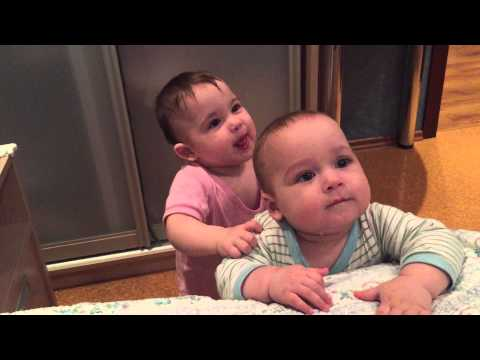 Двойняшки 9 месяцев