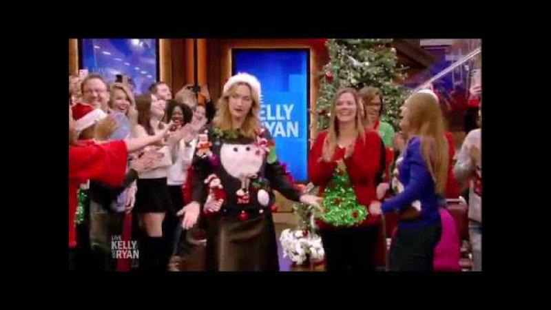 Кейт Уинслет и ее забавный новогодний свитер