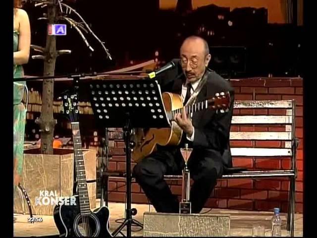 Özdemir Erdoğan - Gurbet [Canlı Performans]