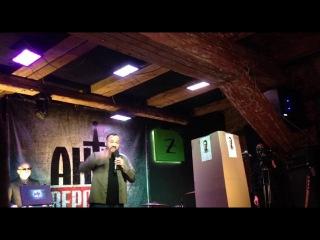 Баттл: Андрей Анохин VS картонный Алексей Навальный