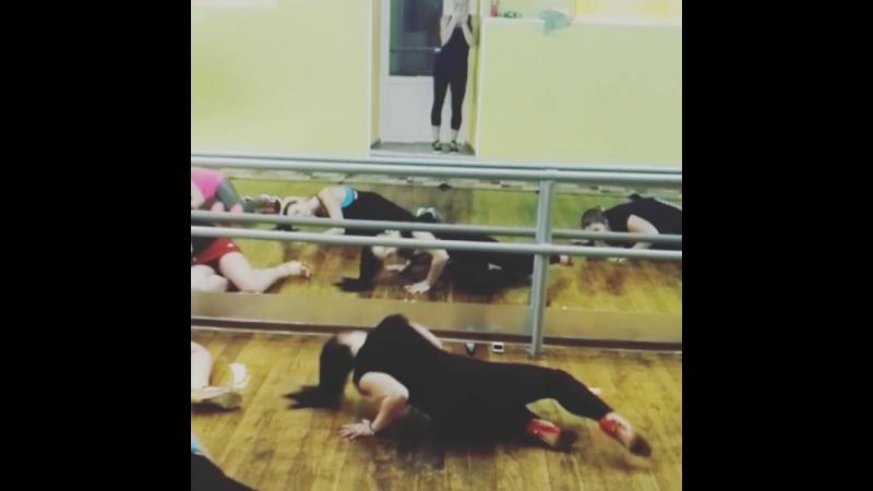 вечерний стрип, танец на полу