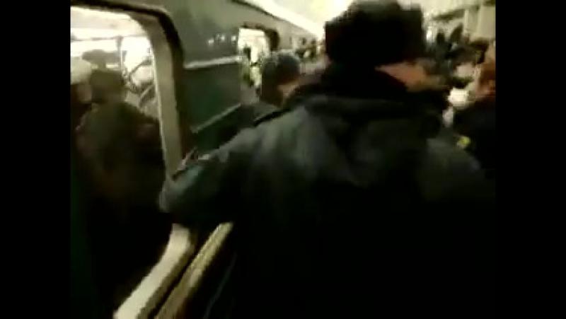 русские нацисты в метро