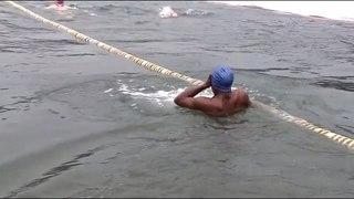Не бьёт моржа дрожь: в Барнауле прошёл чемпионат города по зимнему плаванию