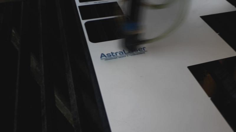 AstraLaser. Лазерная гравировка двухслойного пластика Rowmark