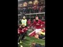 Футболисты Милана выбегают на разминку перед матчем с Сампдорией