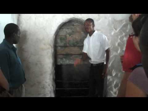 Slave Traders castles - Cape Coast, Ghana June 21 2009 » Freewka.com - Смотреть онлайн в хорощем качестве