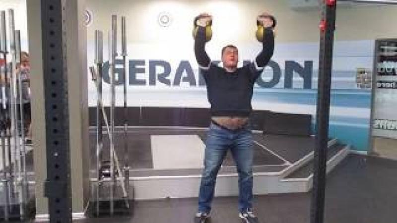 Парный жим гирь по 48кг от Алексея Ловчева! Alexey Lovchev presses a pair of 48kg kettlebells.