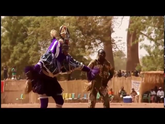 А когда на море качка! Забавный танец папуаса Танцуют все