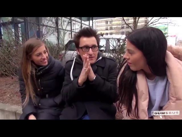 Знакомство на улице с двумя девушками в болоньевых курточках