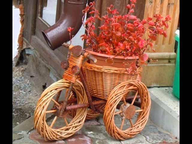 Необычные клумбы из велосипеда Как сделать красивую клумбу велосипед