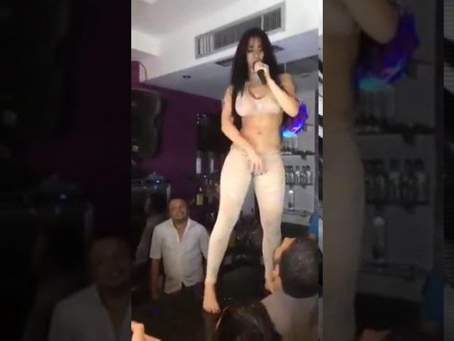 Как она красиво танцует, сексуальный танец, стриптиз!!