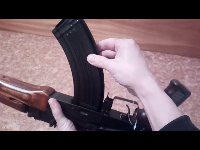 AKM47 от LCT из коробки , люфтит и болтается вся как шарнир.