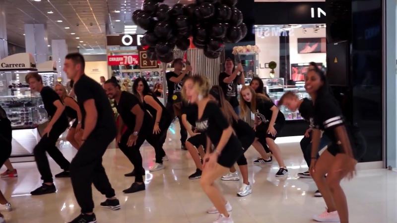 флешмоб для магазина INGLOT. Ученики и преподаватели Кубинской школы танцев Buena Vista