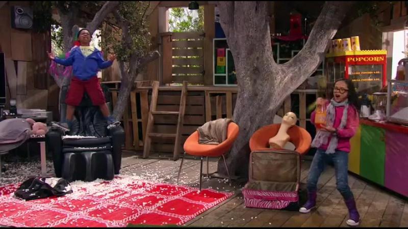 Туса в домике на дереве :)