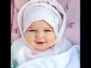 О Аллах какой прекрасный ребёнок!☺️❤️Ин шаа Аллах моя доча тоже будет такой прекрасной ❤️Влюбилась в эту малышку😍💋❤️.