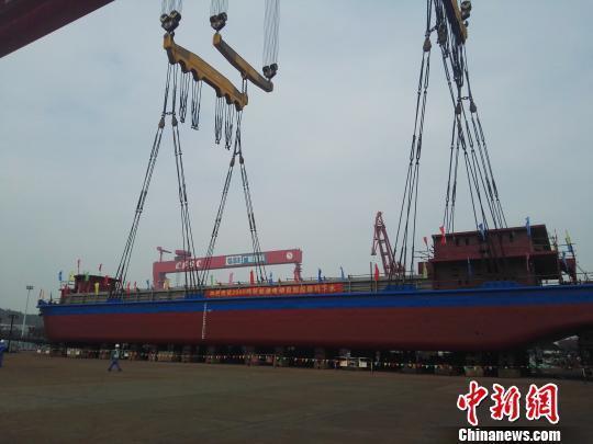 IDOKIOWSPgs В Китае на воду спустили электрическое грузовое судно с АКБ ёмкостью 2,4 МВт·ч