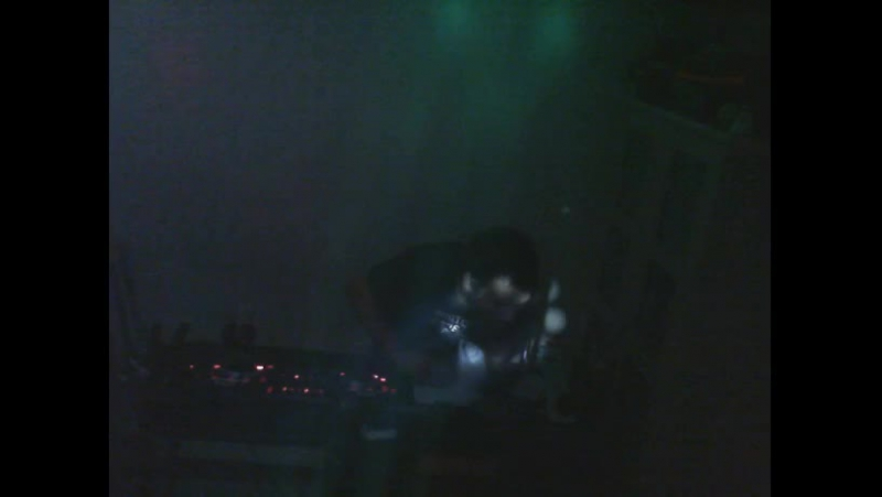 DJ-TRAVELLER's playing some funky tecno house live from belgium