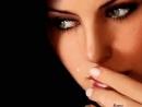 На расстоянии любить бывает больно И эта боль нередко хуже всяких мук Порою плачешь ты так тихо и невольно Лишь от того