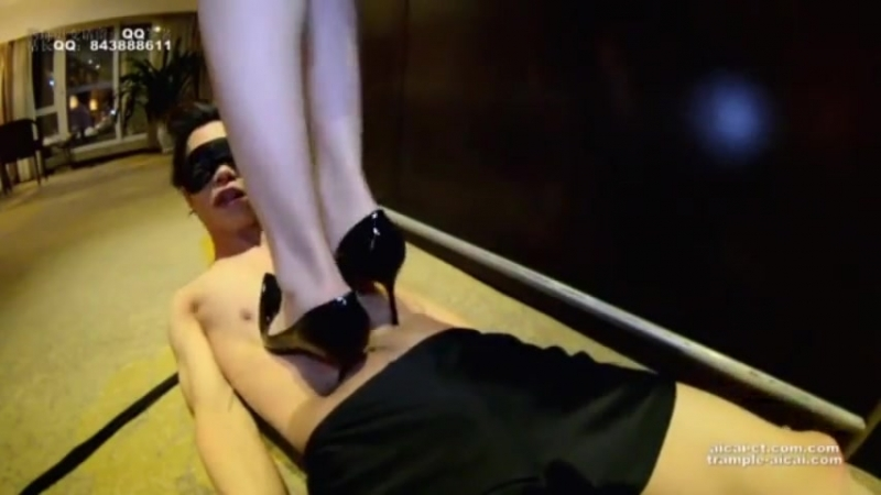Trample heels and crush tongue Chinese girl
