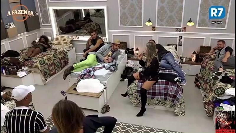19/09 - Peões, arrumados no quarto, aguardando início do programa ao vivo - 22:08