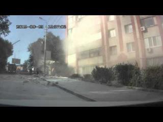 Авария на Новоузенской 25.09.2015, фура с крахмалом врезалась в жилой дом