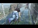 Самый длинный стеклянный мост в мире открылся в Китае новости